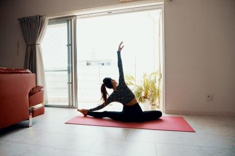 VJEŽBAJTE KOD KUĆE: Kratak, a efikasan trening za sve vas koji previše sjedite
